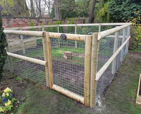 bespoke dog and chicken pens 01 tatton fencing