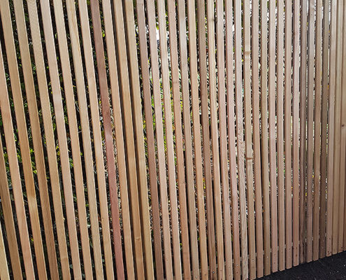 cedar pale vertical fencing 02 tatton fencing