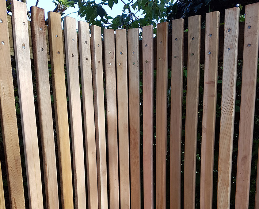cedar pale vertical fencing 03 tatton fencing