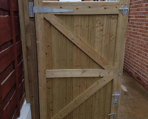 side gates 11 tatton fencing